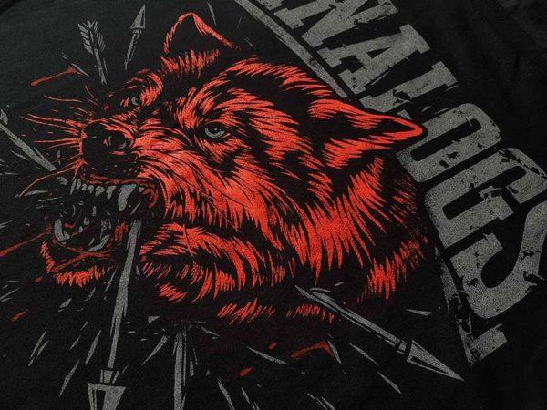 """Nadruk na koszulce zespołu The Analogs z nadrukiem z przodu w dwóch kolorach """"Wilk"""". Oldschool Records -sklep z oficjalnym merchem The Analogs i innych zespołów z nurtu punk, streetpunk, oi."""