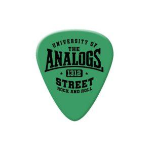 Kostka do gry na gitarze zespołu The Analogs. Kolor zielony. Producent No Logo Picks, sprzedawane w Oldschool Records - sklep z oficjalnym merchem, gadżetami, ciuchami i płytamiThe Analogs oraz innych zespołów z nurtu punk, streetpunk, oi.