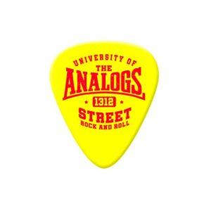 Kostki do gry na gitarze, piórka, zespołu The Analogs. Producent No Logo Picks, sprzedawane w Oldschool Records - sklep z oficjalnym merchem, gadżetami, ciuchami i płytamiThe Analogs oraz innych zespołów z nurtu punk, streetpunk, oi.