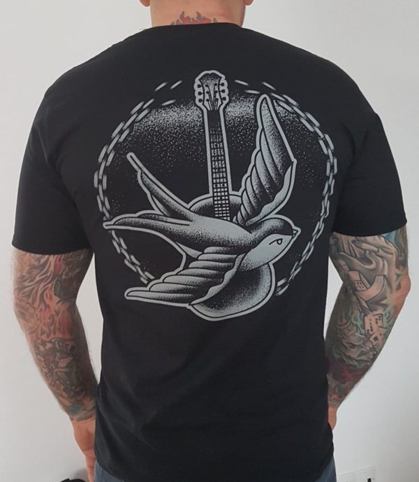 """Koszulka """"Projekt Pudło"""" The Analogs. Projekt obejmuje koncerty akustyczne w więzieniach, zakładach karnych, ośrodkach wychowawczych."""